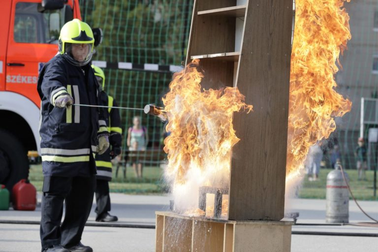A Fehérvári Tűzoltó Egyesület ismét bemutatót tartott, A tűz nem válogat címmel